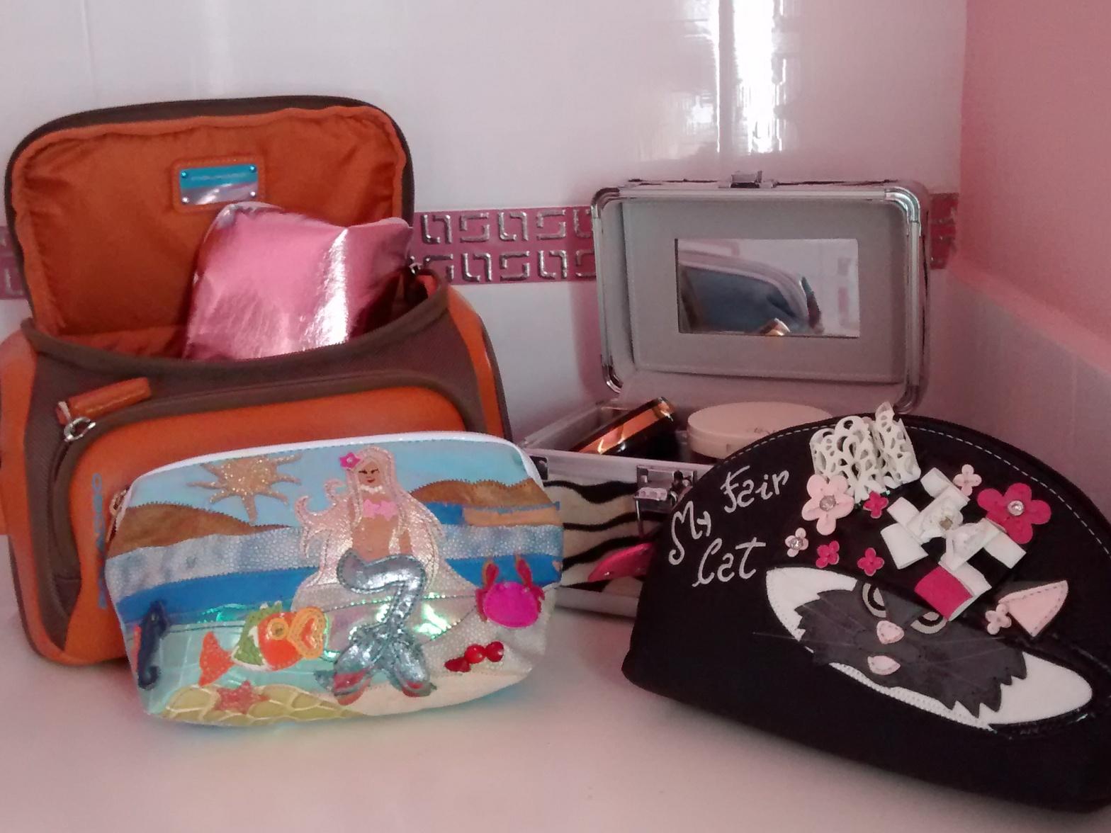 Pochette per i cosmetici in viaggio