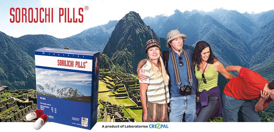 Immagine di presentazione delle Sorojchi Pills  con quattro persone davanti ad un'immagine del Machu Picchu
