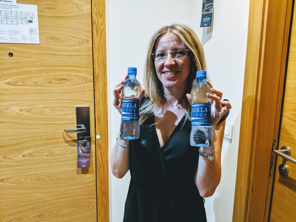 Due bottiglie d'acqua disponibili gratuitamente